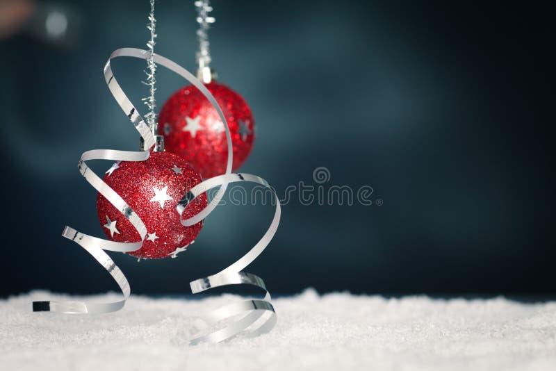 snow för band för bolljul röd arkivfoton
