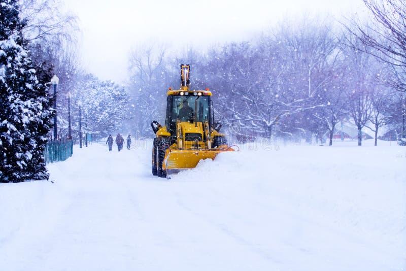 snow för clearsplogväg arkivfoto