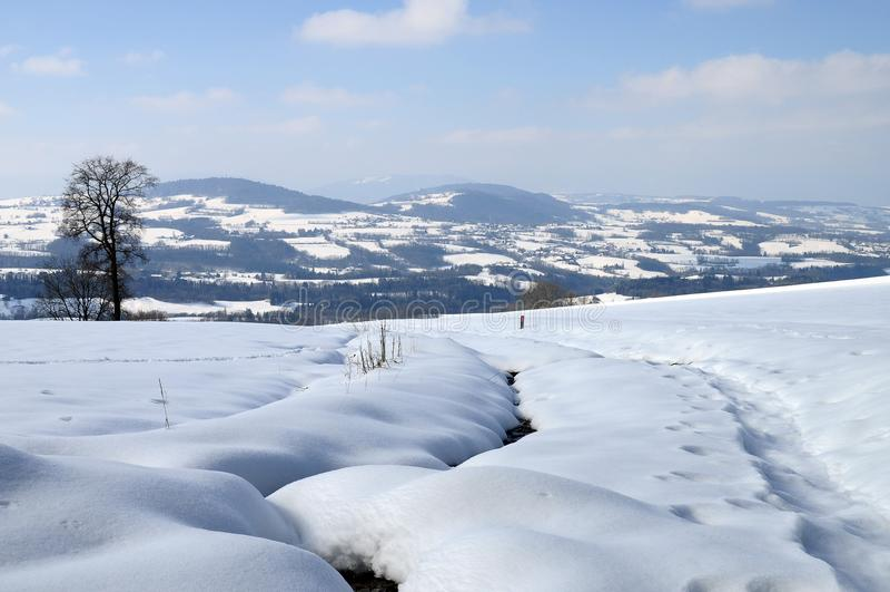 Snow landskap nära Cruseilles, savoyen, Frankrike royaltyfri foto
