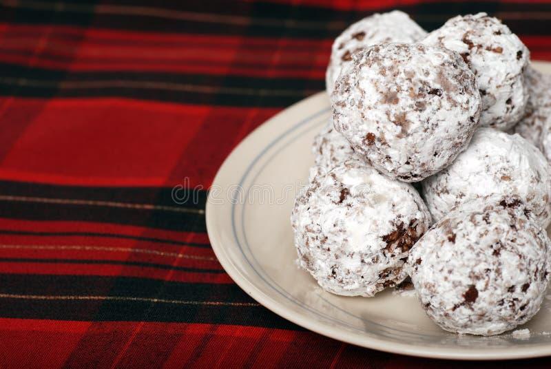 Snowballs cozidos do coco do chocolate imagem de stock