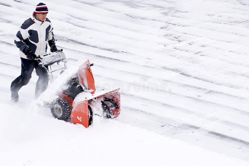 snowblower θύελλα που χρησιμοποιεί το χειμώνα στοκ φωτογραφίες με δικαίωμα ελεύθερης χρήσης