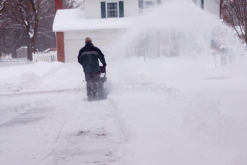 Snowblower pióropuszu dmuchania Wielka Śnieżna prawica zdjęcia stock