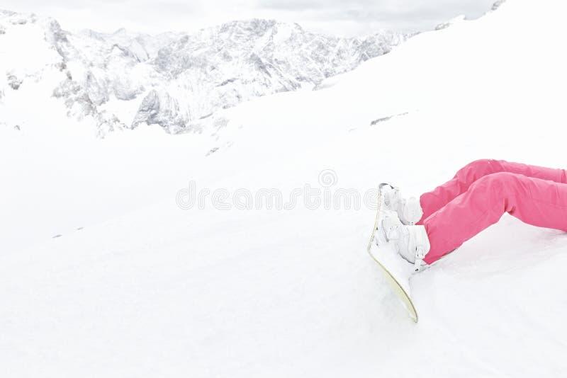 Snowboard, botas y primer de los pantalones imágenes de archivo libres de regalías