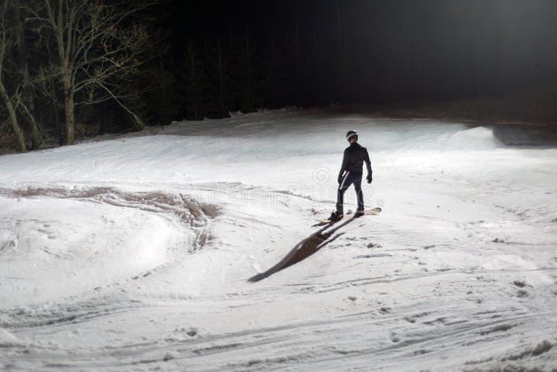 Snowboard de esqui da snowboarding da noite para trás fotos de stock royalty free