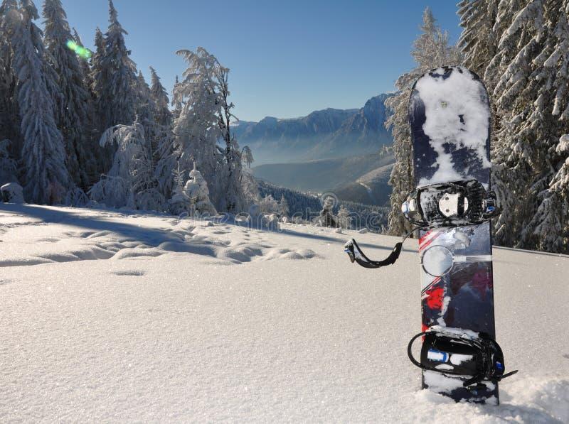 Snowboard en montañas fotos de archivo libres de regalías