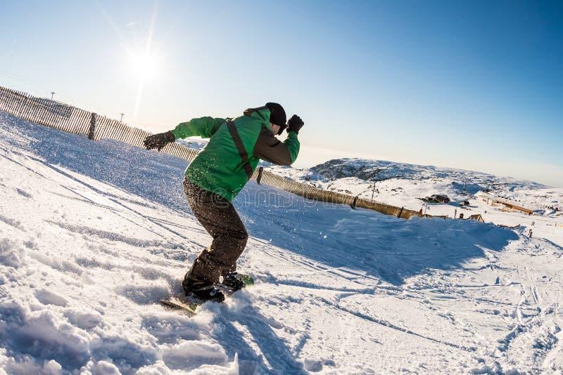 Snowboard freerider w górach zdjęcia stock