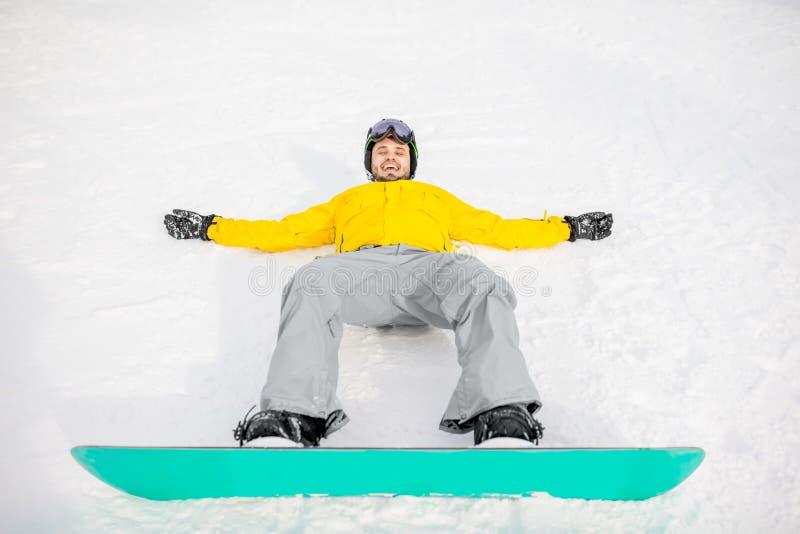 Snowboarder που στηρίζεται υπαίθρια στοκ εικόνα