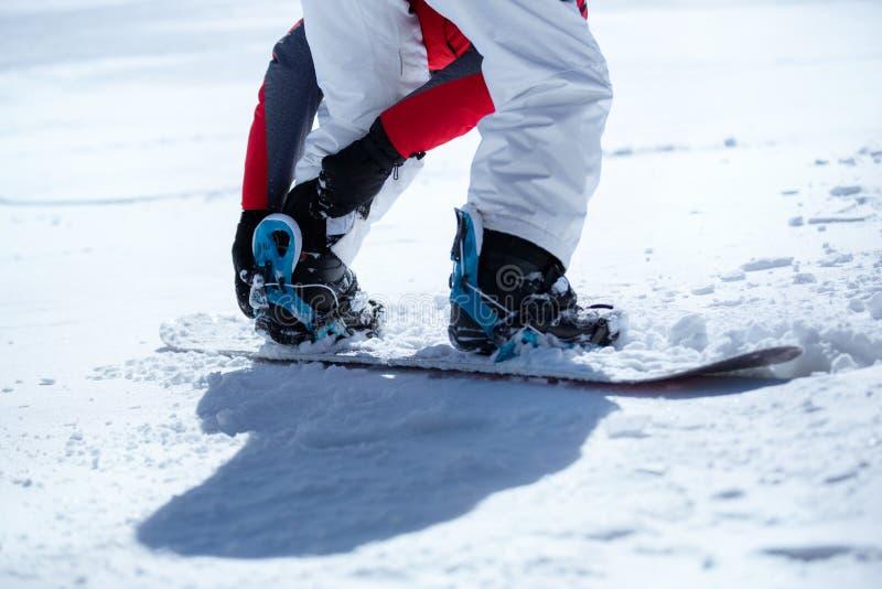 Snowboarder подготовленный для сноубординга стоковое изображение