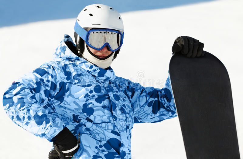 Snowboarder avec le snowboard photo stock