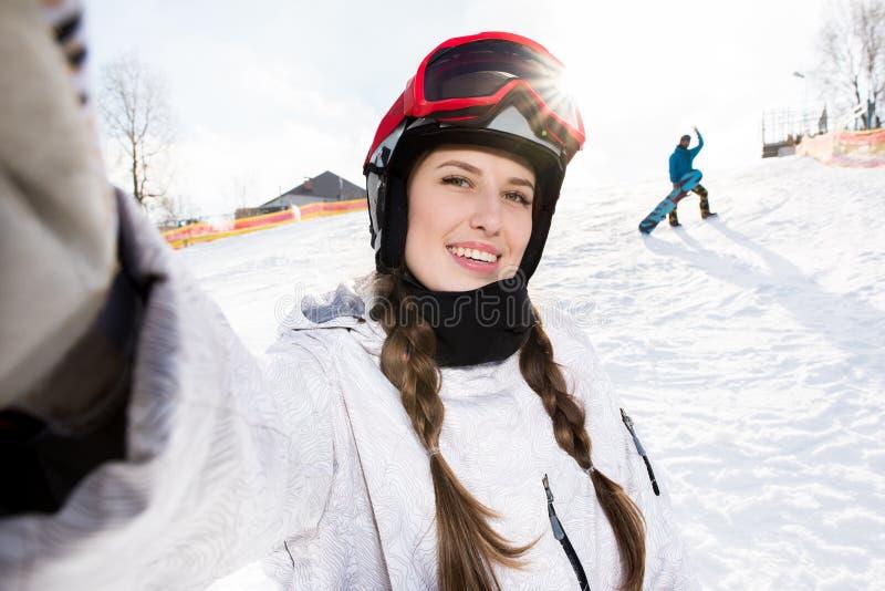 Snowboarder che prende selfie fotografia stock libera da diritti