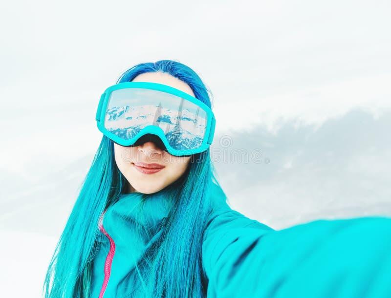 Snowboarder che prende selfie, POV fotografia stock libera da diritti