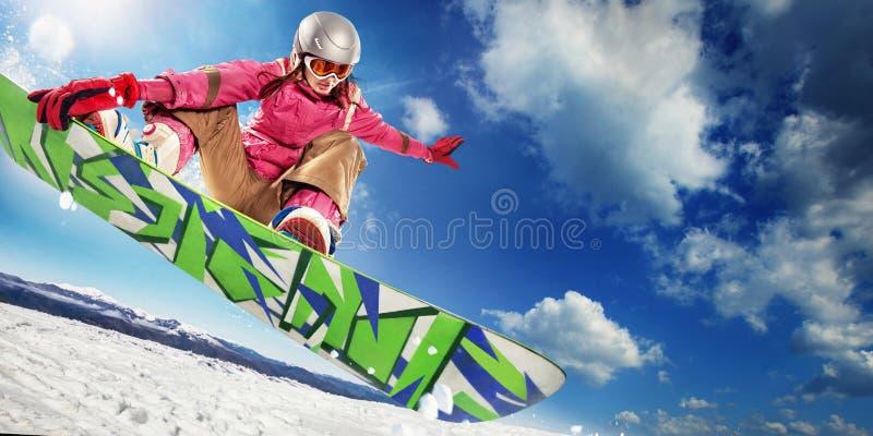 Snowboarder da mulher no ar fotos de stock