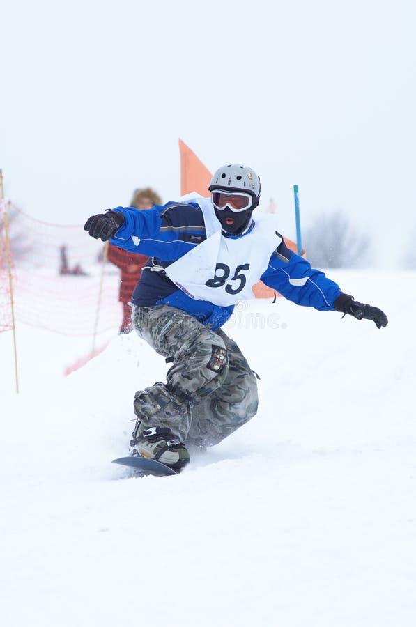 Snowboarder dans le chemin photographie stock