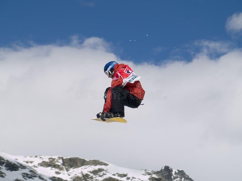 Snowboarder in de lucht stock fotografie