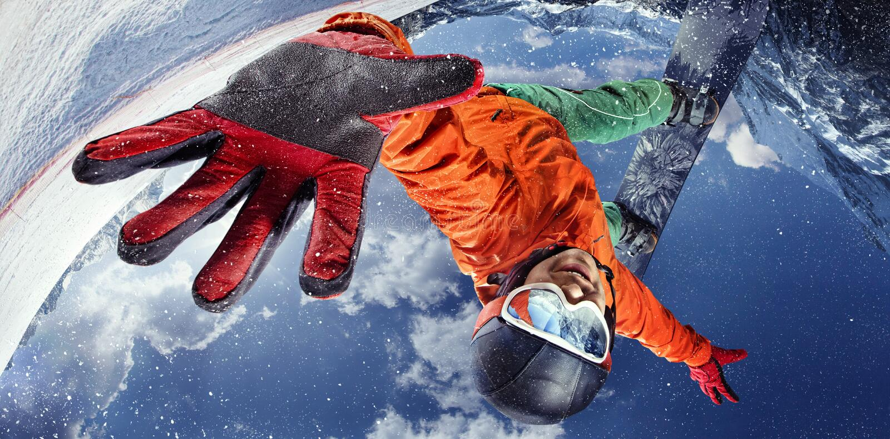 Snowboarder die luchttruc doen royalty-vrije stock afbeeldingen