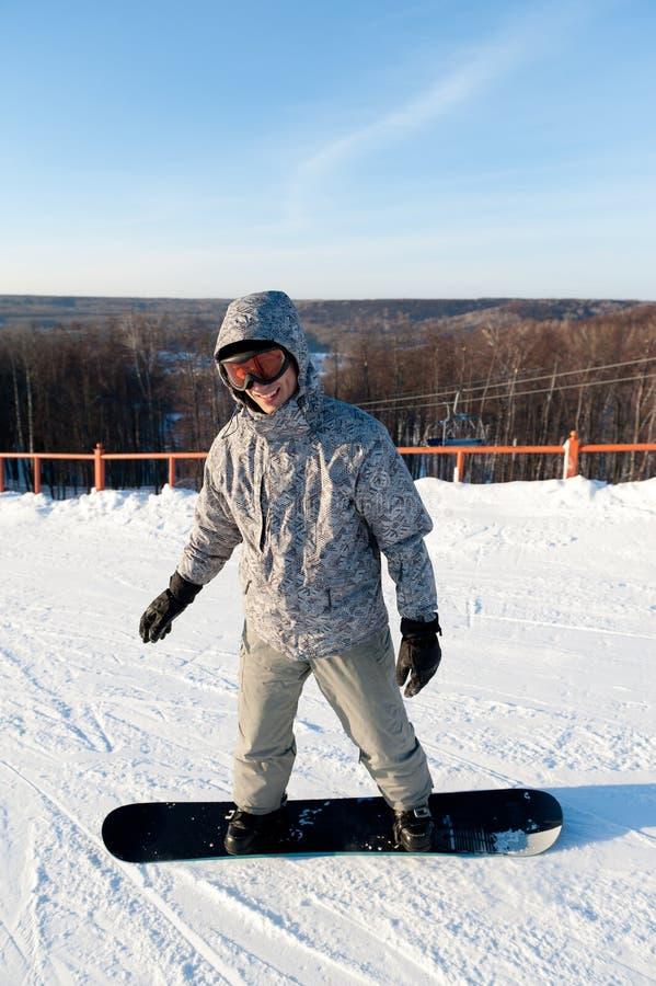 Snowboarder em uma inclinação fotografia de stock royalty free