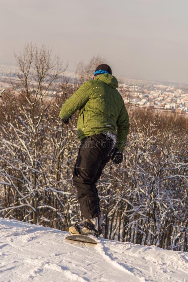 Snowboarder en la cuesta del esquí de la región de Moscú foto de archivo libre de regalías