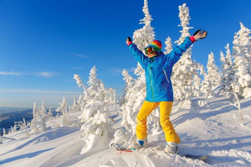 Snowboarder en una montaña fotografía de archivo libre de regalías