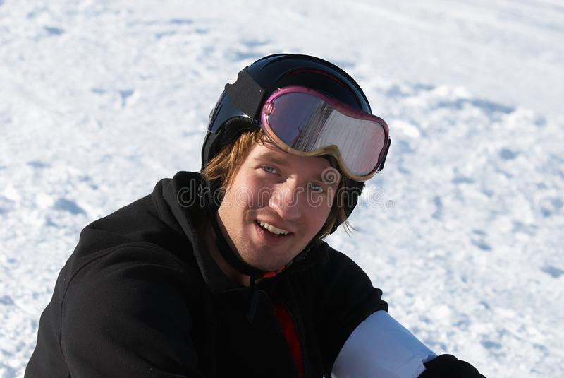 Snowboarder en verticale de casque photo stock