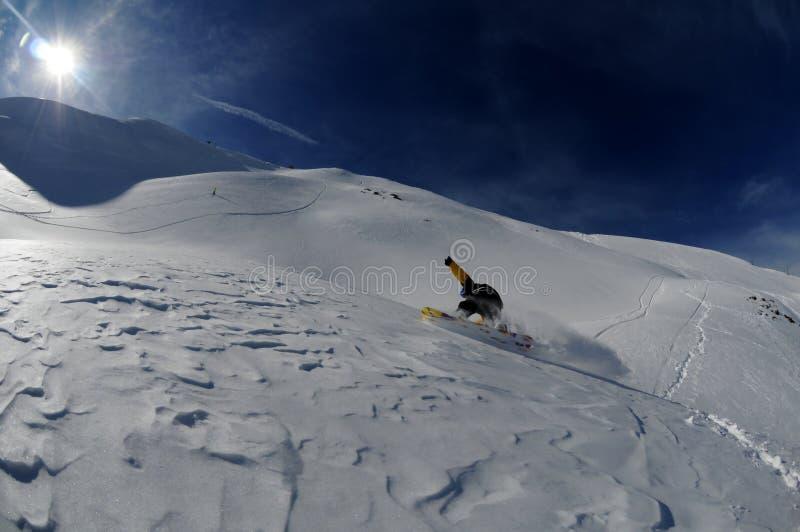 Snowboarder in motie stock fotografie