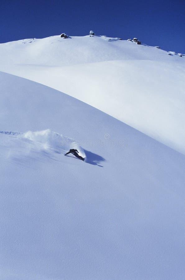 Snowboarder na inclinação imagem de stock