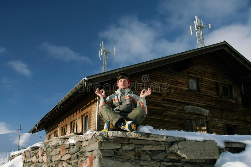 Snowboarder ontspant binnen royalty-vrije stock fotografie