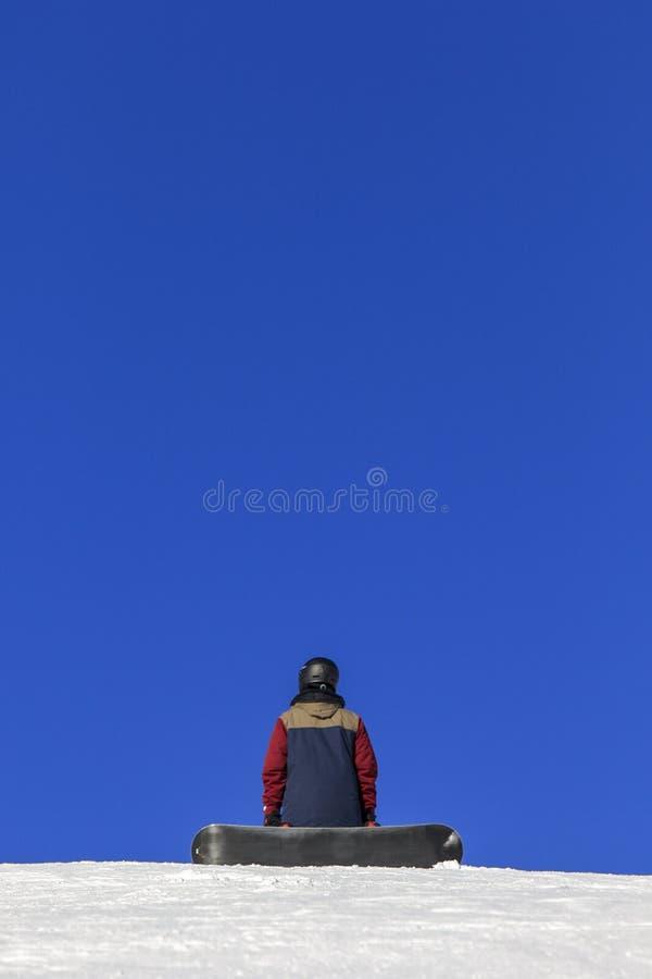 Snowboarder patrzeje niebo fotografia royalty free