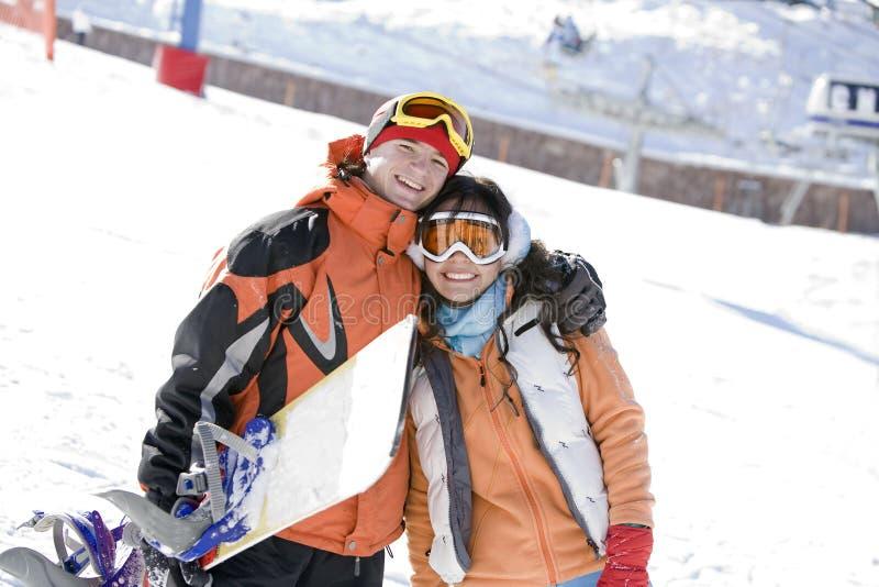Snowboarders afortunados dos pares fotografia de stock royalty free