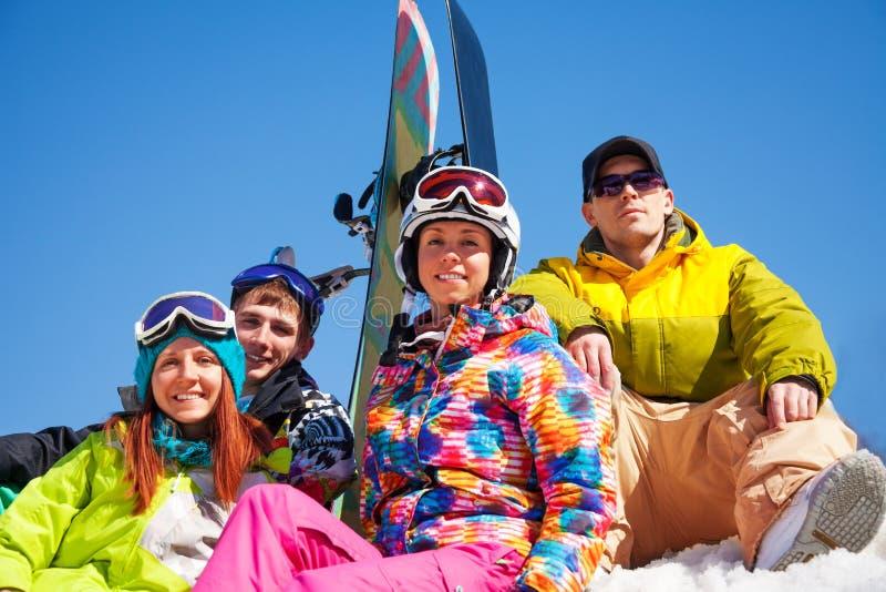 Snowboarders på snö royaltyfria foton