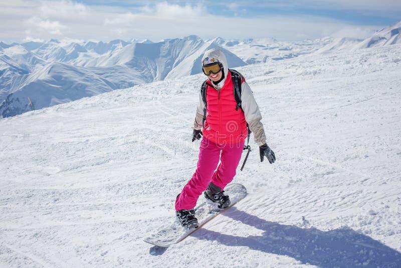 Snowboarders poserar på kameran arkivbild