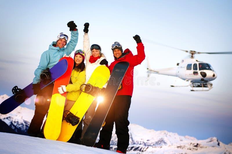 Snowboarders sopra la montagna con Ski Concept immagini stock libere da diritti