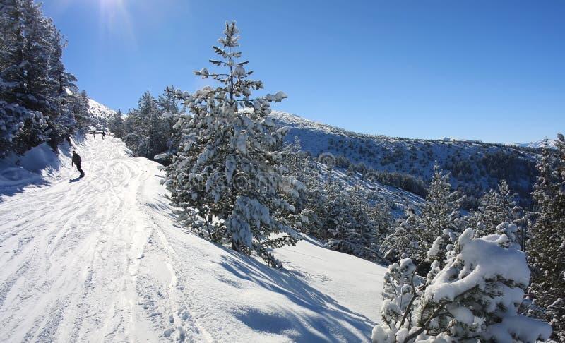 Snowboarding in Bulgarien. Skiort Borovets lizenzfreie stockbilder