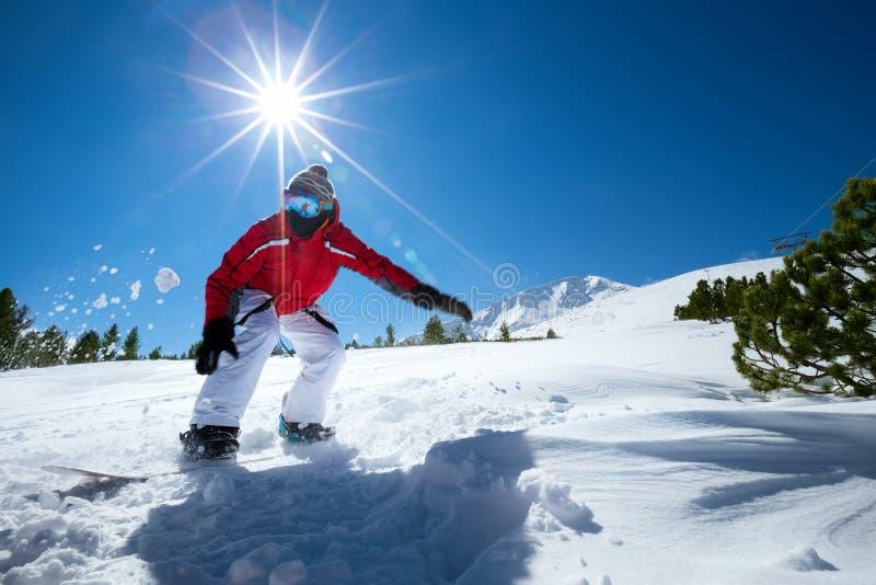 Snowboarding d'homme images libres de droits