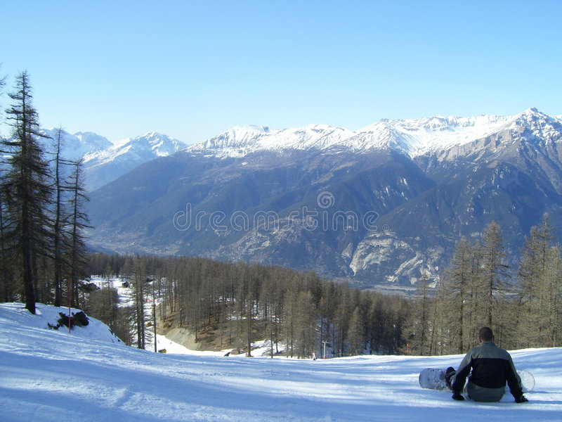 Snowboarding dans Sauze D'oulx photo libre de droits