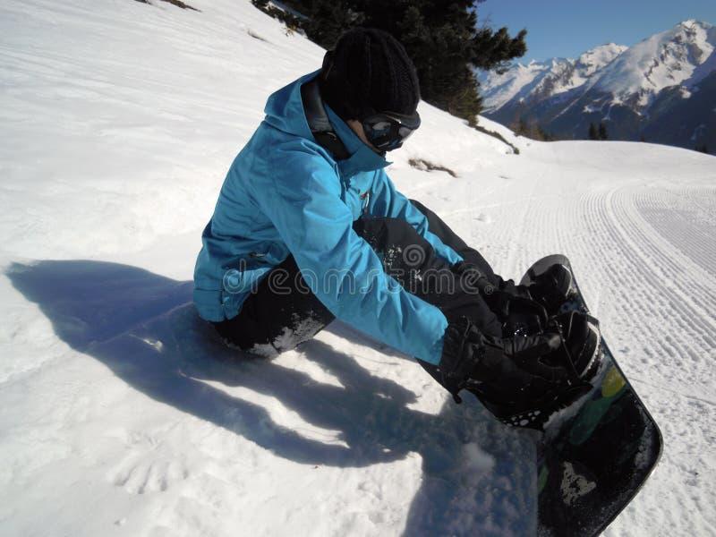Snowboarding de fille photographie stock