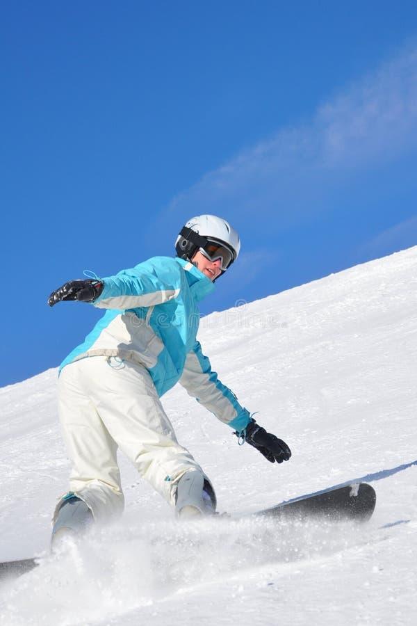 Snowboarding de jeune femme photos stock