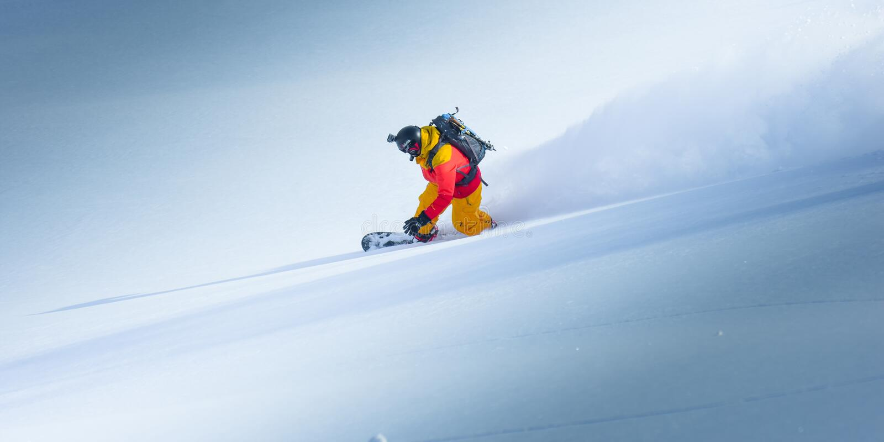 Snowboarding i vintern royaltyfria foton