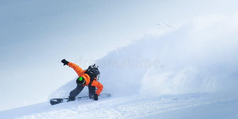 Snowboarding i vintern royaltyfri foto