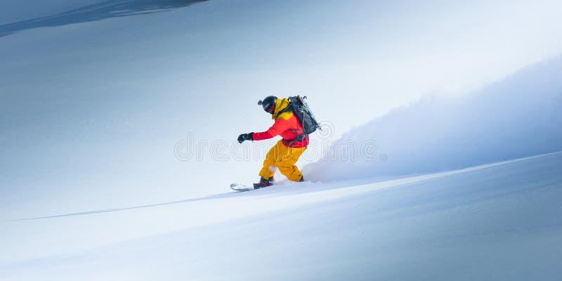 Snowboarding i vintern arkivfoto