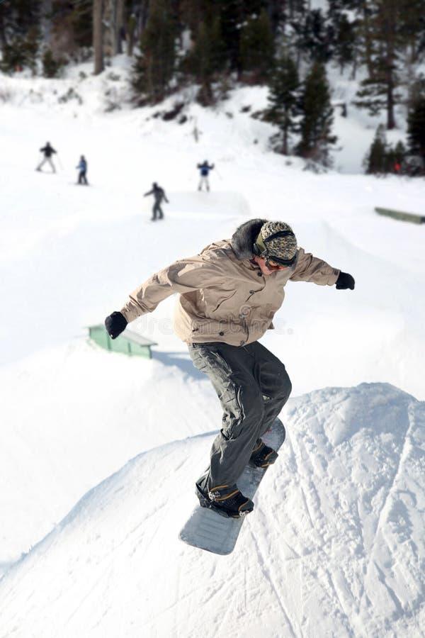 Snowboardsprung lizenzfreies stockbild