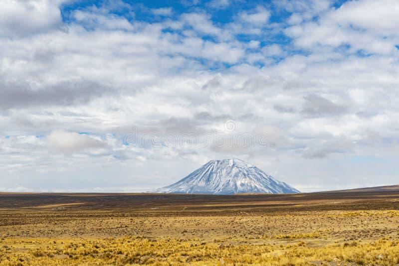 Snowcapped пик вулкана Misti, Перу стоковые фотографии rf