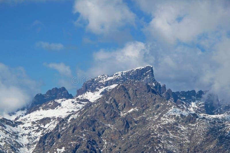 Snowcapped masl Monte Cintos 2706, der höchste Berg auf der Insel von Korsika, Frankreich, Europa stockfotografie