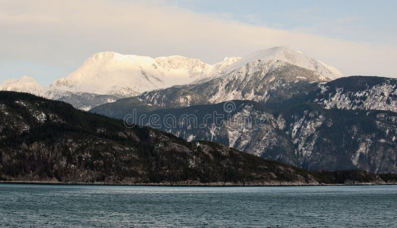 Snowcovered Berge in Alaska. stockbild