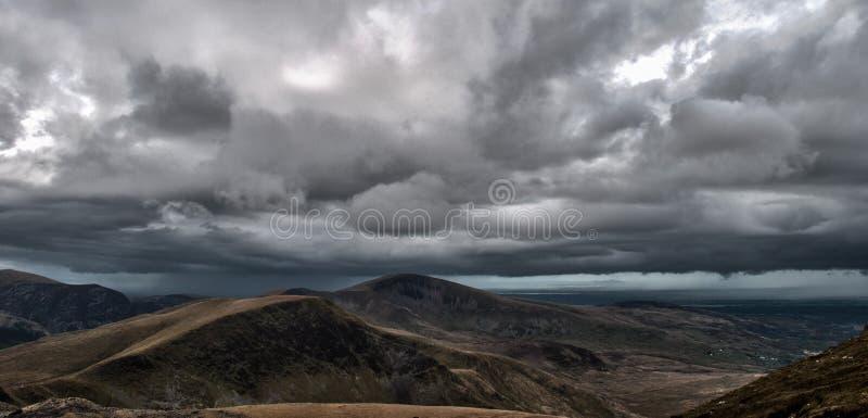 Snowdonialandschap vóór onweer stock foto's
