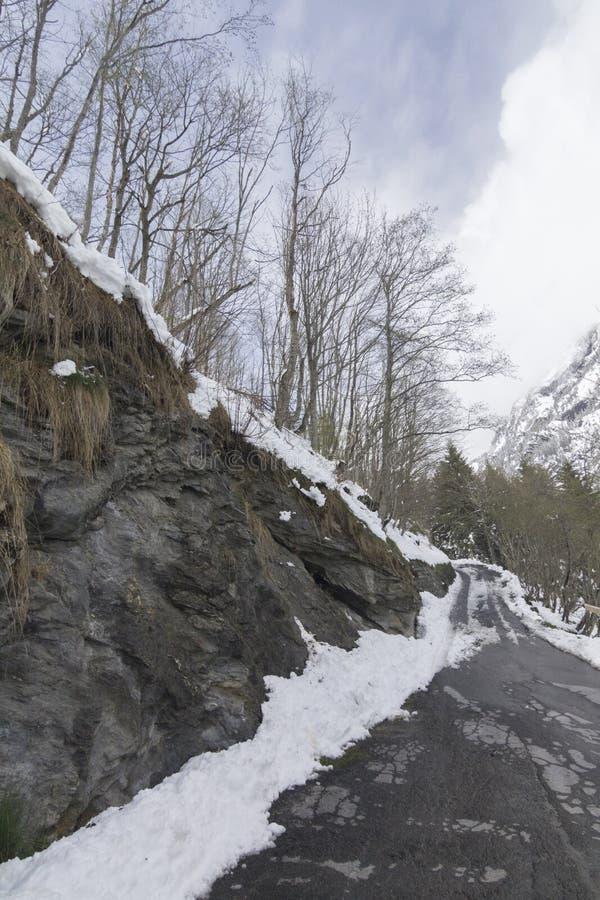 Snowed w mountainroad w Switserland obrazy stock