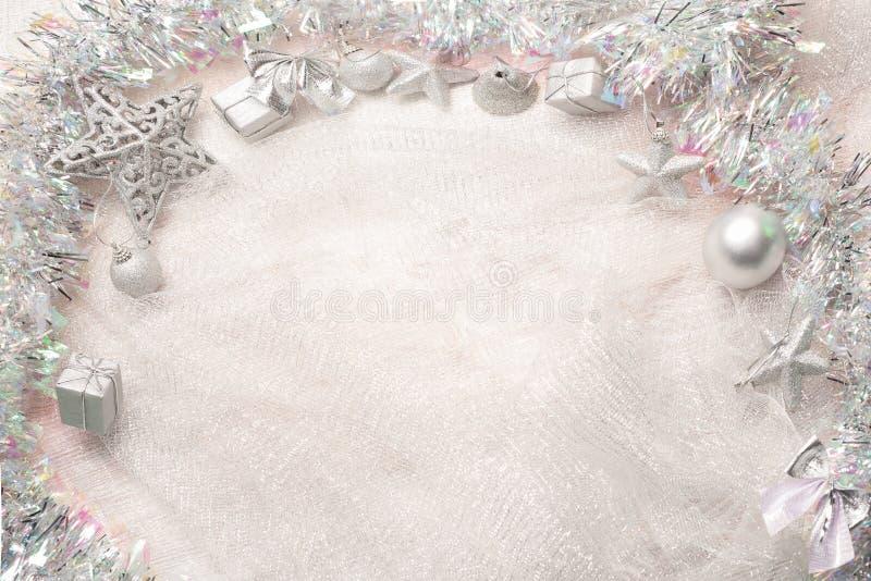 snowflake κορδελλών s διακοσμήσεων Χριστουγέννων σφαιρών νέο ασημένιο έτος στοκ φωτογραφίες
