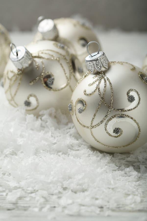 snowflake κορδελλών s διακοσμήσεων Χριστουγέννων σφαιρών νέο ασημένιο έτος στοκ φωτογραφία με δικαίωμα ελεύθερης χρήσης