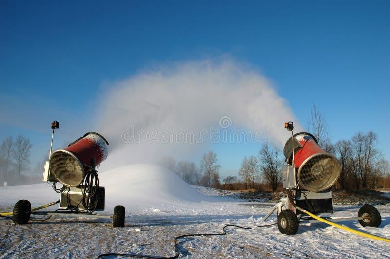Snowguns die bij de winter werkt stock fotografie