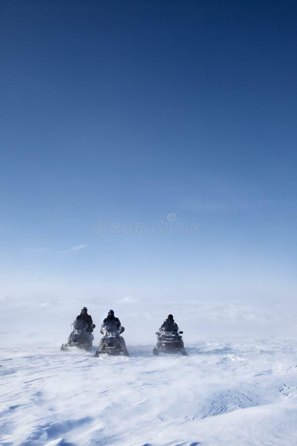 Snowmobile-Winter-Landschaft lizenzfreies stockbild
