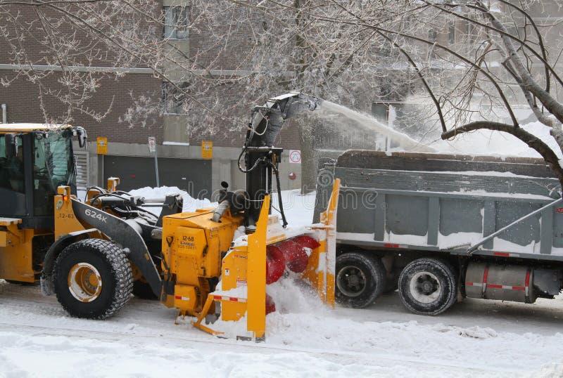 Snowmoval após a tempestade de neve do inverno foto de stock royalty free